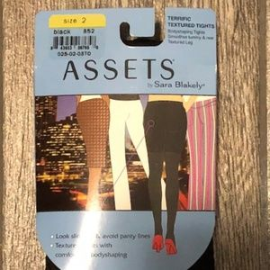 ASSETS by SARA BLAKELY TEXTURED TIGHT~SIZE 2~BLACK